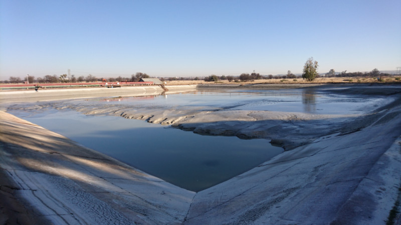 Settling dam cleaning